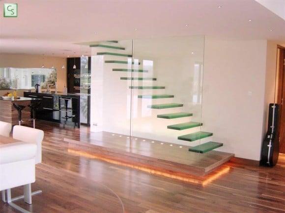 Glazen trap met zijwand