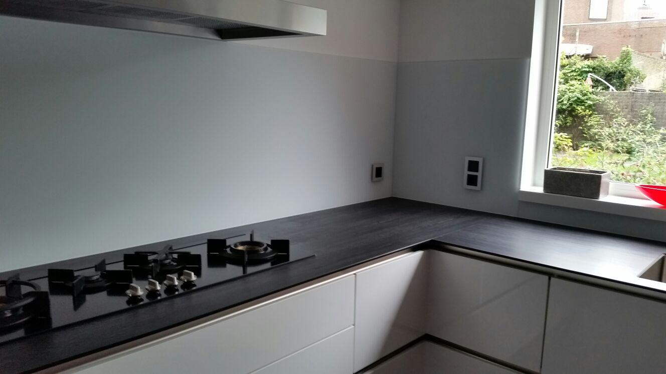 Keuken Plaat Achterwand : keuken achterwand satijn glas achter de kookplaat deze keukenwand in