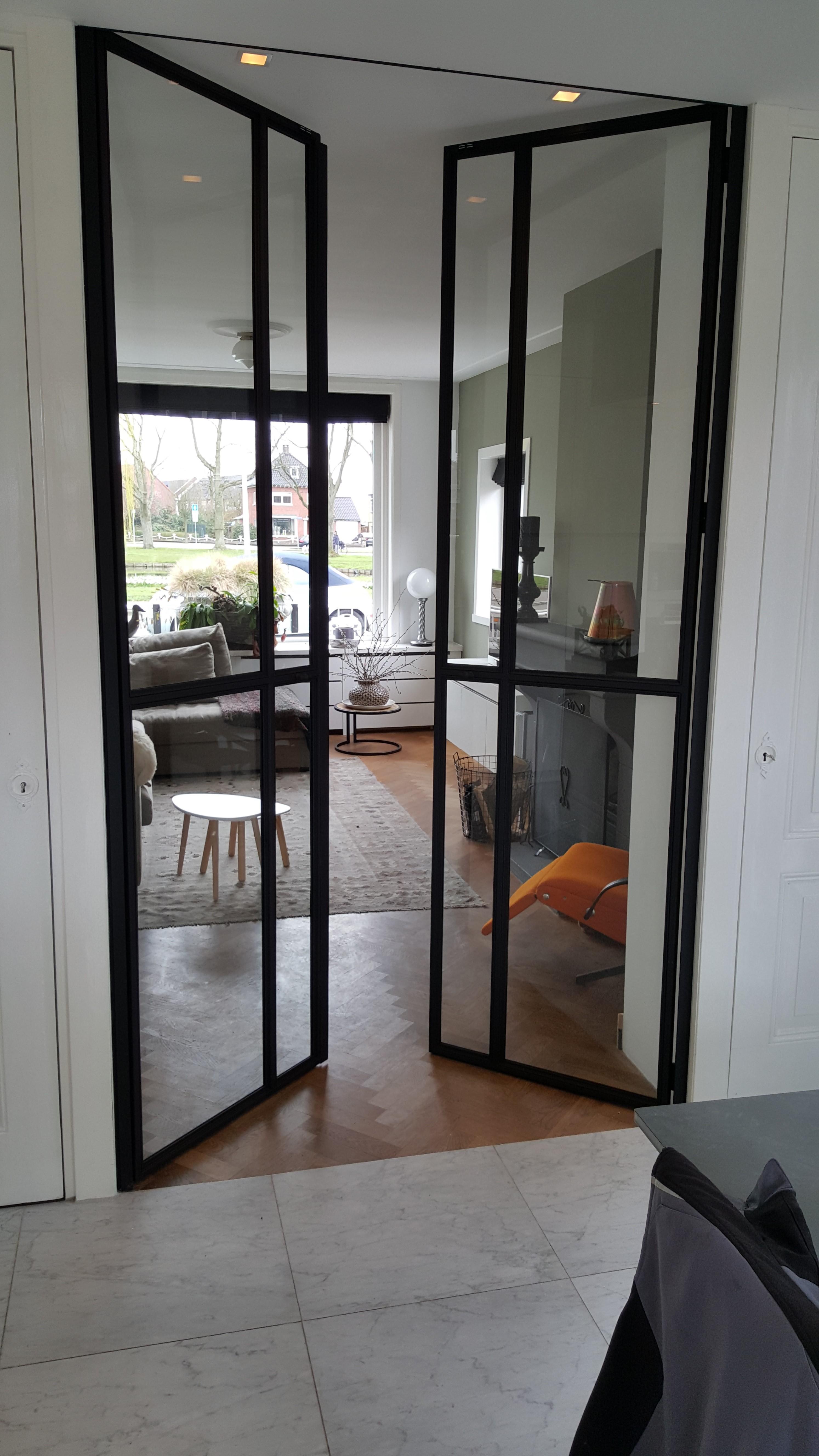 Stalen deuren met glas en dunne vakverdeling for Top deuren