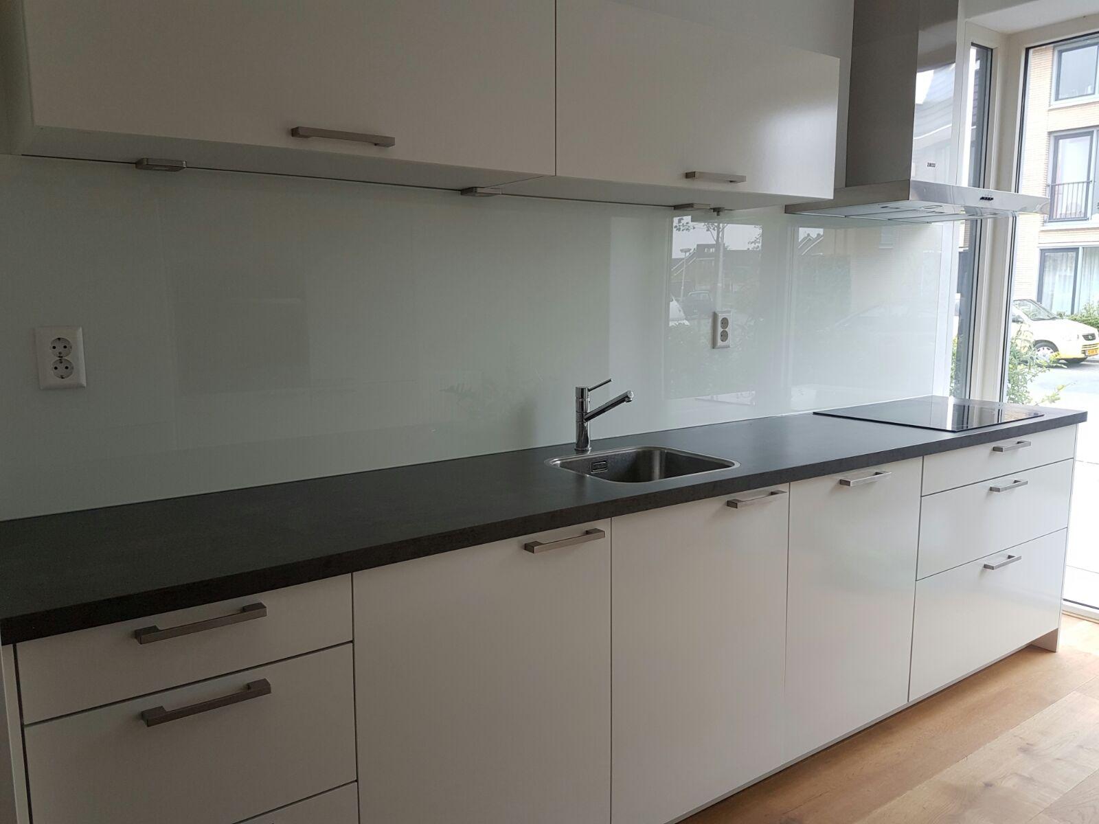 Keuken achterwand   werk   glasbestellen.nl
