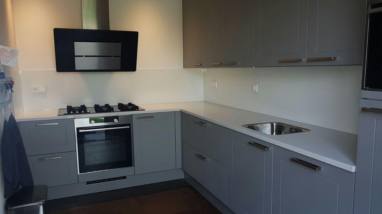 Keukenkast glazen ontwerp - Kleur verf moderne keuken ...