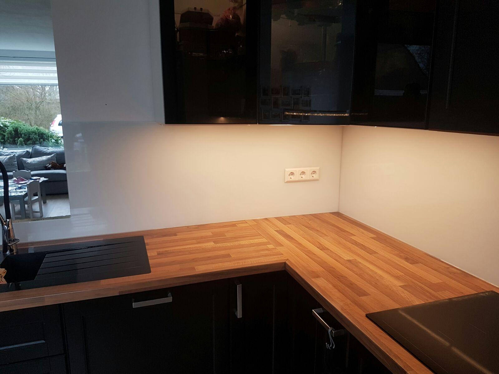 Stopcontacten In Keuken : Keuken achterwand glas met uitsparingen en stopcontacten