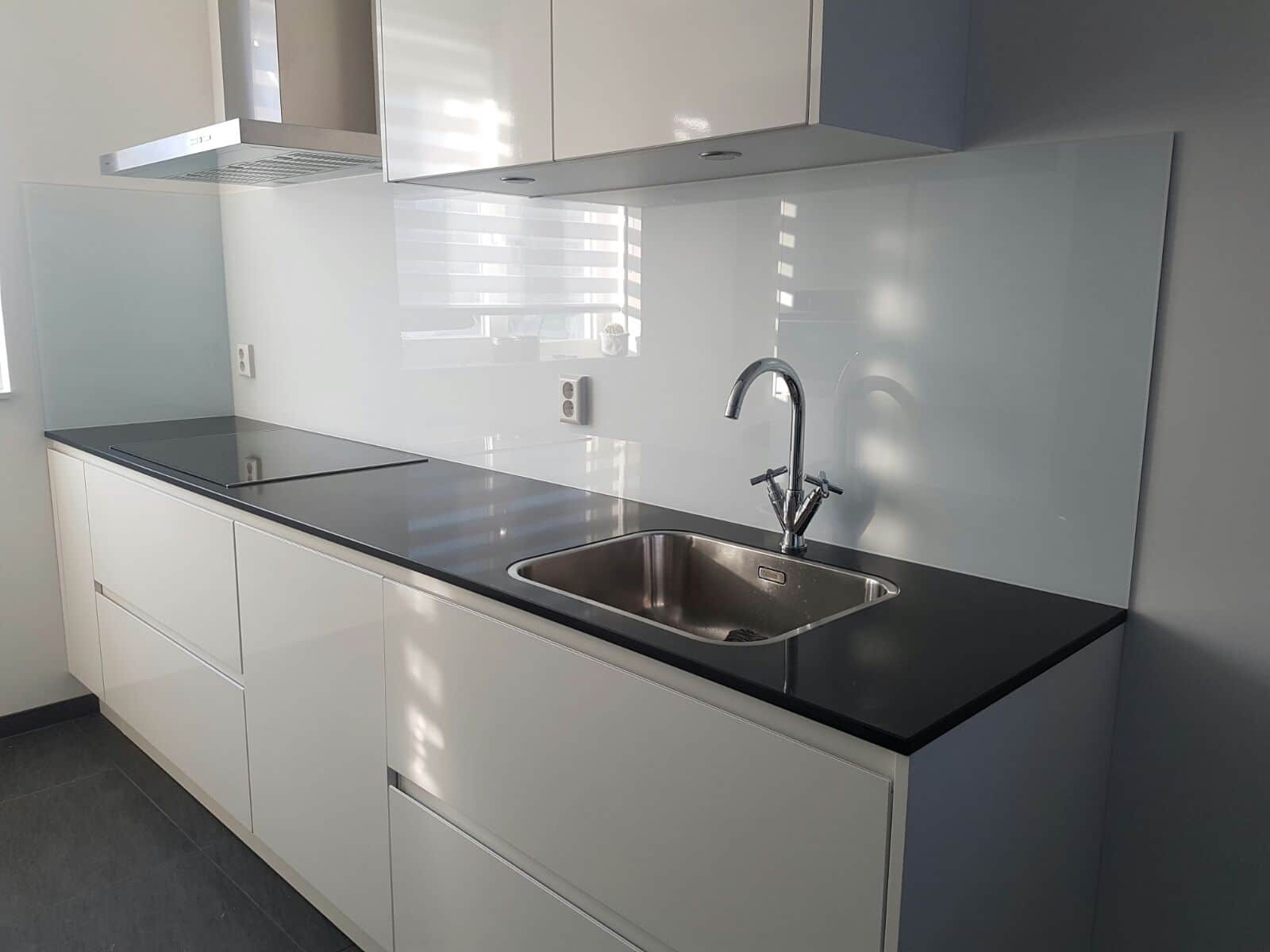 glasplaat monteren : Keuken Achterwand Glas Glazen Keuken Achterwand Glasbestellen Nl