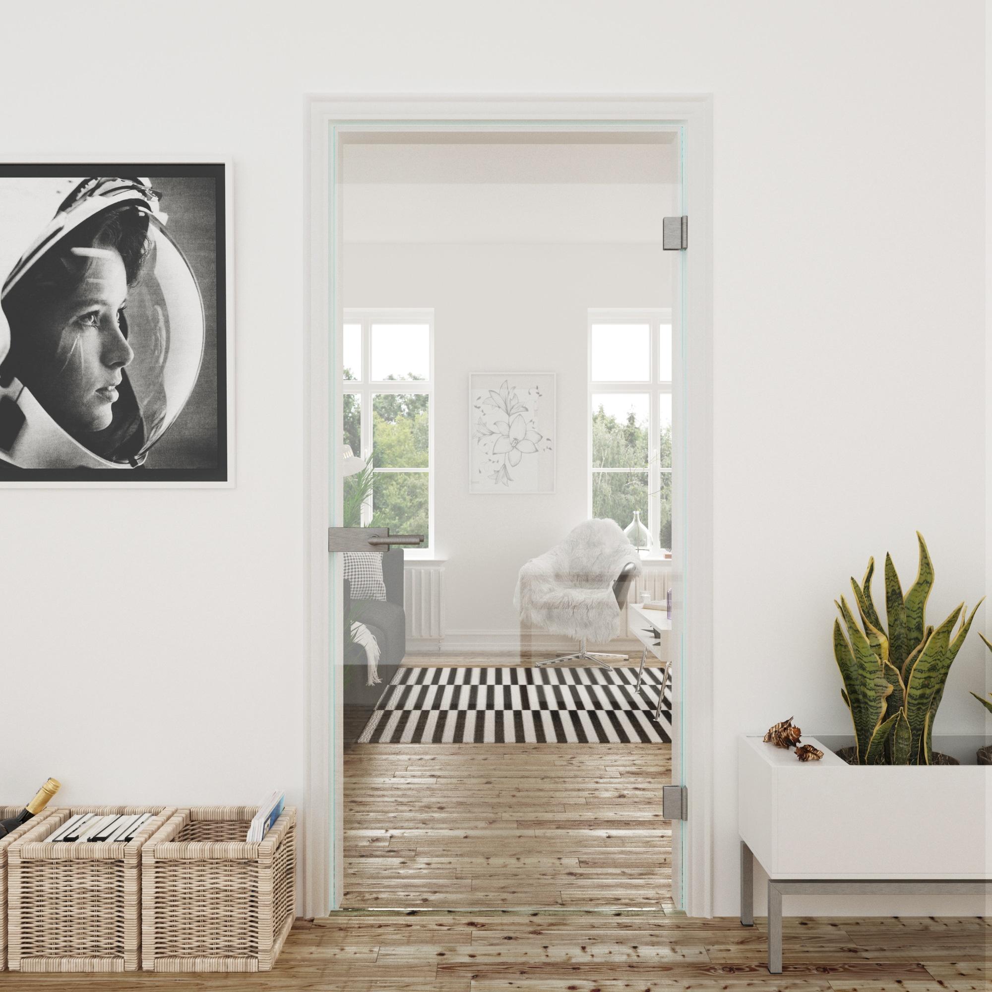 Glazen binnendeur van glas met scharnieren en deurklink in woonkamer